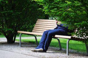 Eenzaamheid op het werk is dodelijk en duur