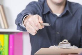 Het arbeidscontract met de vlotte pen